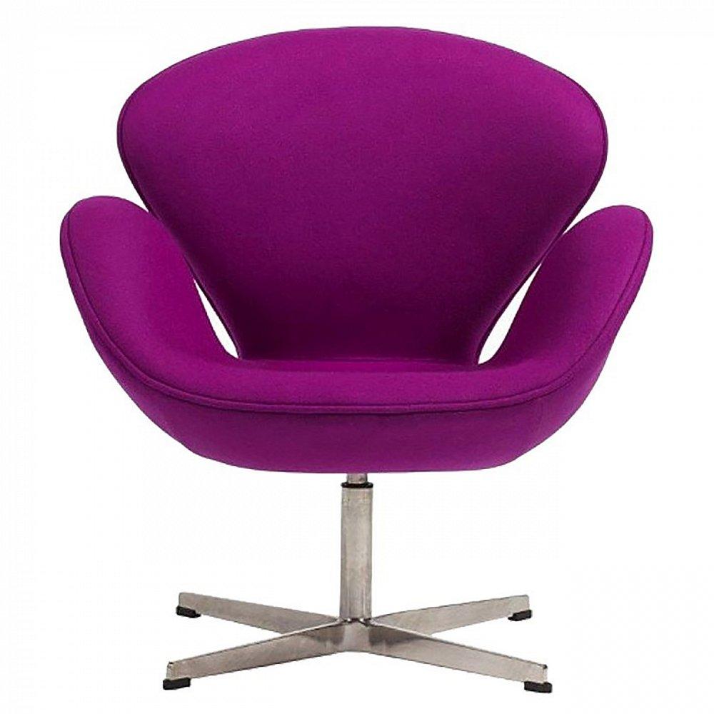 Кресло Swan Chair Лиловый КашемирКресла<br>Кресло Swan Chair (Лебедь), созданное датским <br>дизайнером Арне Якобсеном (Arne Jacobsen) в 1958 <br>г., стало настоящей сенсацией для своего <br>времени, было достаточно инновационным, <br>т.к. вместо прямых линий предпочтение было <br>отдано округлым формам. Мебель этого дизайнера <br>давно вошла в историю мебелестроения и <br>стало шедевром, мировым достоянием искусства. <br>Элегантная анатомическая форма и небольшие <br>размеры делают его привлекательным элементом <br>оформления любого интерьера и по сей день. <br>Небольшое, но очень уютное кресло смотрится <br>современно и украсит гостиную или рабочий <br>кабинет. Идеально сочетается с предметами <br>мебели в стиле хай-тек. Каркас кресла представляет <br>собой литую синтетическую раковину, покрытую <br>пенополиуретаном. Сидение крепится на вращающемся <br>крестообразном основании из алюминия. Обивка <br>кресла может быть сделана из ткани или кожи. <br>В нашем магазине можно приобрести отличную <br>реплику кресла Swan Chair в нескольких вариантах <br>обивки.<br><br>Цвет: Фиолетовый<br>Материал: Ткань, Металл<br>Вес кг: 25<br>Длина см: 71<br>Ширина см: 70<br>Высота см: 78