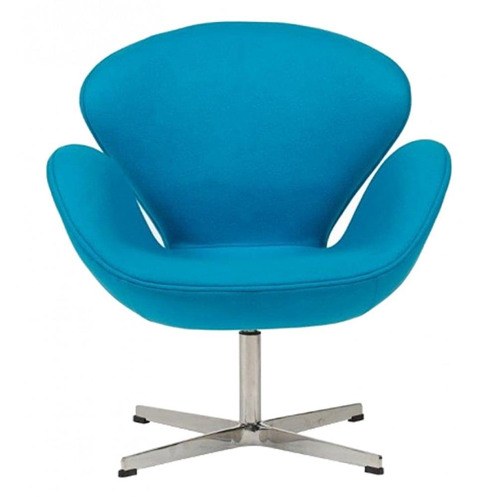 Кресло Swan Chair Голубой КашемирКресла<br>Кресло Swan Chair (Лебедь), созданное датским <br>дизайнером Арне Якобсеном (Arne Jacobsen) в 1958 <br>г., стало настоящей сенсацией для своего <br>времени, было достаточно инновационным, <br>т.к. вместо прямых линий предпочтение было <br>отдано округлым формам. Мебель этого дизайнера <br>давно вошла в историю мебелестроения и <br>стало шедевром, мировым достоянием искусства. <br>Элегантная анатомическая форма и небольшие <br>размеры делают его привлекательным элементом <br>оформления любого интерьера и по сей день. <br>Небольшое, но очень уютное кресло смотрится <br>современно и украсит гостиную или рабочий <br>кабинет. Идеально сочетается с предметами <br>мебели в стиле хай-тек. Каркас кресла представляет <br>собой литую синтетическую раковину из стекловолокна, <br>покрытую пенополиуретаном. Сидение крепится <br>на вращающемся крестообразном основании <br>из нержавеющей стали. Обивка кресла сделана <br>из кашемировой ткани голубого цвета. В нашем <br>магазине можно приобрести отличную реплику <br>кресла Swan Chair в нескольких вариантах обивки.<br><br>Цвет: Голубой<br>Материал: Кашемир, Металл<br>Вес кг: 25<br>Длина см: 71<br>Ширина см: 70<br>Высота см: 78
