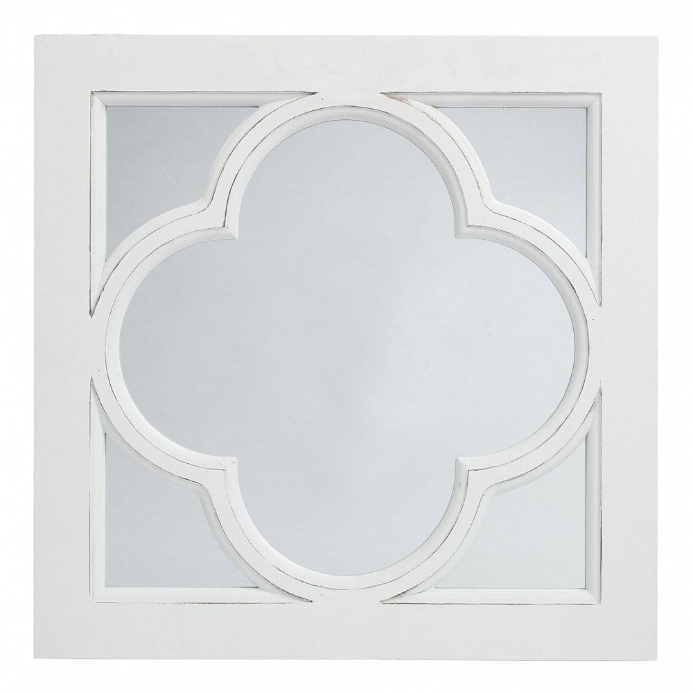 Зеркало в раме CloverЗеркала<br>Квадратное зеркало в раме Clover — очаровательное <br>и милое украшение стен комнаты, оформленной <br>в стиле Прованс. Превосходная внутренняя <br>рама, напоминающая по форме листочек клевера <br>с полей юга Франции, подчеркнет изящный <br>интерьер вашего дома и привнесет в него <br>сельское очарование и некую самобытность. <br>Предмет декора изготовлен из безопасного <br>и качественного материала и имеет нейтральный <br>белый цвет, что позволяет аксессуару удачно <br>сочетаться с общим стилем комнаты.<br><br>Цвет: Белый, Зеркальный<br>Материал: Зеркало, МДФ<br>Вес кг: 2<br>Длина см: 40<br>Ширина см: 2<br>Высота см: 40