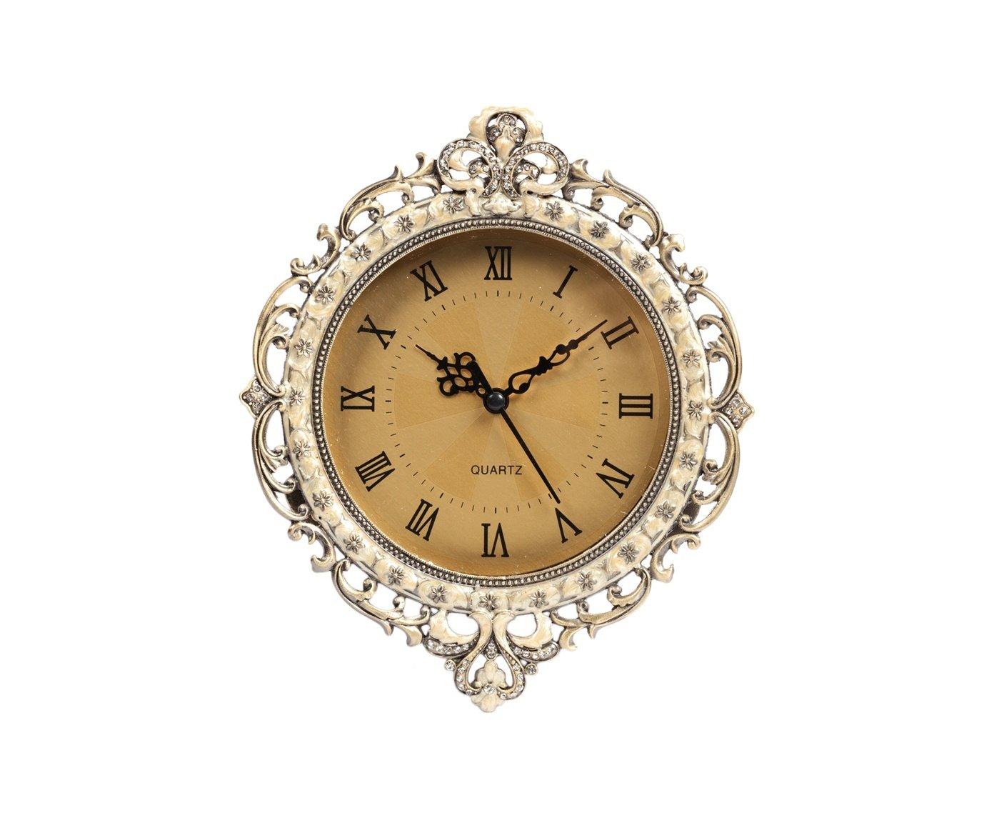 Настенные часы QuartzЧасы<br>Настенные часы Quartz — оригинальный и изысканный <br>элемент декора, который помимо своей основной <br>функции, доставит вам эстетическое наслаждение. <br>Строгий классический циферблат с римскими <br>цифрами безупречно согласуется с роскошной <br>оловянной вязью в виде завитков на корпусе <br>часов.<br><br>Цвет: Золото, Бежевый<br>Материал: Металл<br>Вес кг: 0,8<br>Длина см: 20,5<br>Ширина см: 20,5<br>Высота см: 3