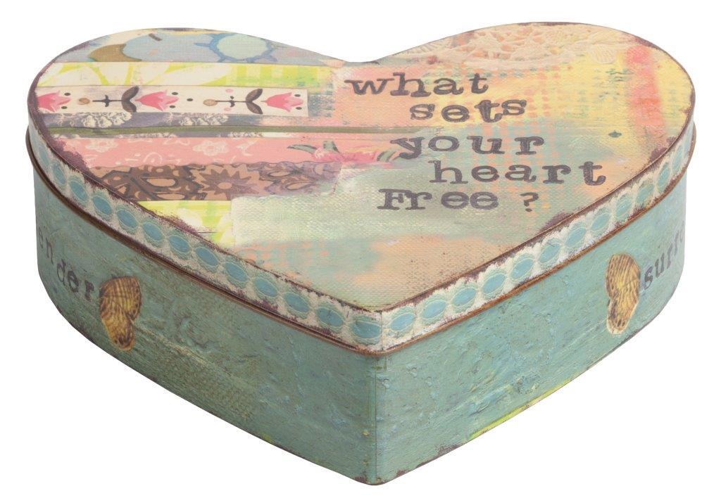 Металлическая декоративная коробка (шкатулка) Коробки и кейсы для хранения<br>Декоративная коробка Heart — это симпатичный <br>и весьма оригинальный элемент декора, выполненный <br>в форме сердца строго в стиле Прованс — <br>искусственно потертые края, специально <br>состаренное олово, архаичные рисунки. Такая <br>коробка пригодится вам для хранения как <br>ценных вещей, так и милых безделушек. Аксессуар <br>добавит вашему дому французского колорита <br>и деревенского очарования.<br><br>Цвет: Разноцветный<br>Материал: Металл<br>Вес кг: 0,2<br>Длина см: 20<br>Ширина см: 25<br>Высота см: 8