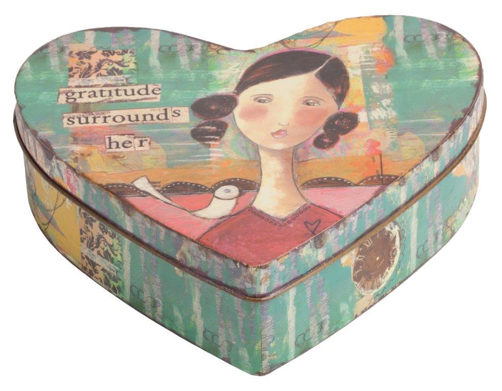 Металлическая шкатулка (коробка) CorazonКоробки и кейсы для хранения<br>Декоративная коробка Corazon — это симпатичный <br>и весьма оригинальный элемент декора, выполненный <br>в форме сердца строго в стиле Прованс — <br>искусственно потертые края, специально <br>состаренное олово, архаичные рисунки. Такая <br>коробка пригодится вам для хранения как <br>ценных вещей, так и милых безделушек. Аксессуар <br>добавит вашему дому французского колорита <br>и деревенского очарования.<br><br>Цвет: Разноцветный<br>Материал: Металл<br>Вес кг: 0,2<br>Длина см: 18<br>Ширина см: 23<br>Высота см: 7