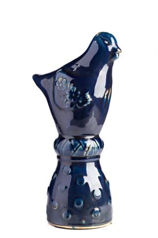 Предмет декора статуэтка птичка Marine Bird Статуэтки<br>Очаровательная керамическая птичка воплощает <br>собой легкость, простор, невесомость, изящество. <br>Не зря птицы — давние спутники человека. <br>Легкий глянцевый блеск и глубокий синий <br>цвет навевают воспоминания о синей птице <br>Меттерлинка — непреходящем символе счастья <br>и постижения бытия. Статуэтка может служить <br>самостоятельным элементом декора либо <br>составит композицию с другими статуэтками <br>данной коллекции.<br><br>Цвет: Темно-синий<br>Материал: Керамика<br>Вес кг: 1<br>Длина см: 12<br>Ширина см: 11<br>Высота см: 32