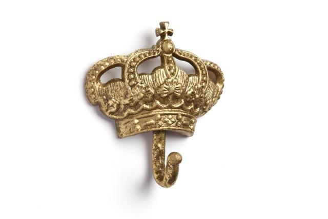 Настенный крючок Queen GoldДекор стен<br>Настенный крючок Queen Gold II — это роскошный <br>элемент декора любой комнаты вашего дома, <br>который непременно добавит яркости и лоска <br>интерьеру и сделает его еще более изысканным <br>и аристократически роскошным. Изготовленный <br>в виде короны золотого цвета, он непременно <br>подчеркнет ваш непревзойденный вкус в оформлении <br>помещения. Кроме того, такой крючок станет <br>весьма полезным в быту. В коллекцию входят <br>крючки четырех видов. Купив полный комплект <br>вы получите великолепный набор для вашего <br>дома и отличный подарок друзьям.<br><br>Цвет: Золото<br>Материал: Металл<br>Вес кг: 0,1<br>Высота см: 14