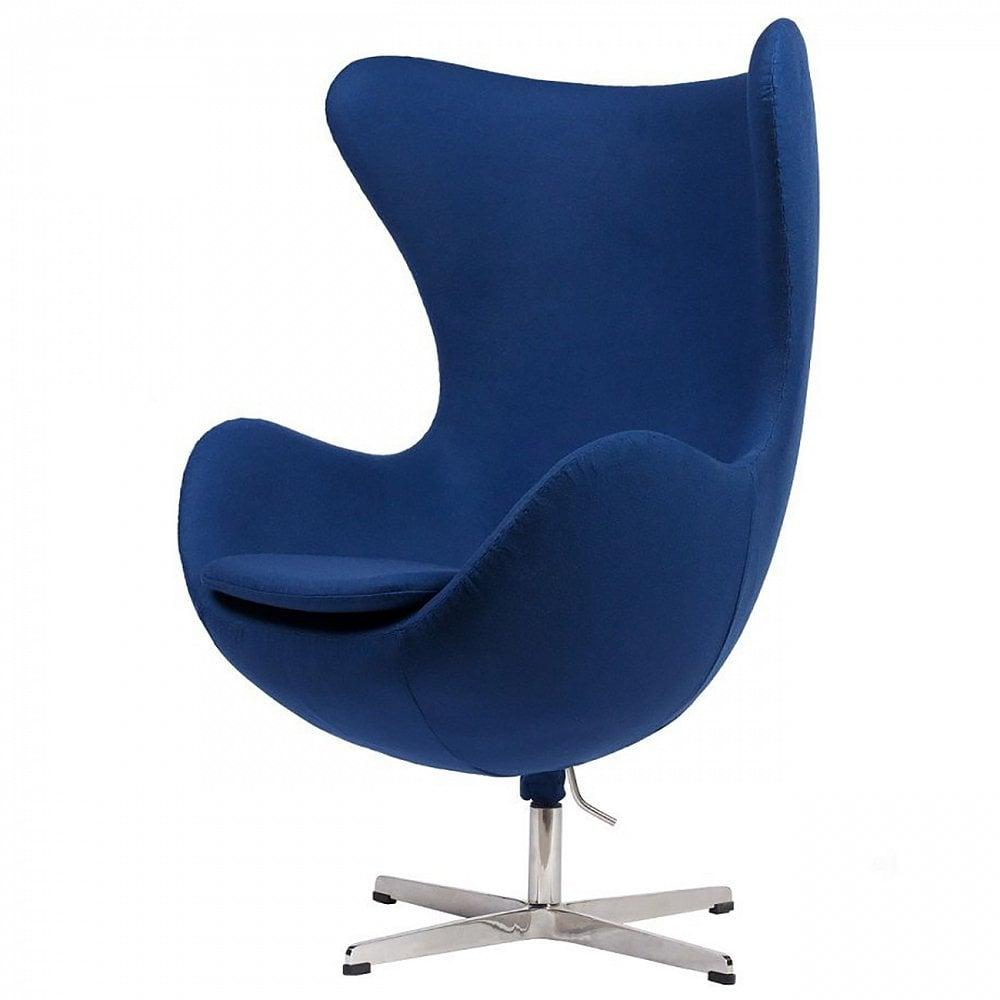Кресло Egg Chair Синий Кашемир, DG-F-ACH324BКресла<br>Кресло Egg Chair (Яйцо) было создано в 1958 году датским дизайнером Арне Якобсеном специально для интерьеров отеля Radisson SAS в Копенгагене. Кресло обладает исключительной привлекательностью и узнаваемостью во всем мире, занимает особое место в ряду культовой дизайнерской мебели XX века. Оно имеет экстравагантную форму и неординарное исполнение, что позволило ему стать совершенным воплощением классики нового времени. Кресло Egg Chair, выполненное в форме яйца, обтянутое кашемировой тканью синего цвета, подарит огромное множество положительных эмоций и заставляет обращать на него внимание. Оно непременно задаёт основу для дизайна того или иного помещения. Прочный и массивный каркас гарантирует долгий срок службы и устойчивость. Купите великолепную реплику кресла Egg Chair — изготовленное из высококачественных материалов, оно понравится многим любителям нестандартного видения обыденных и, притом, качественных вещей.<br><br>Цвет: Синий<br>Материал: Ткань, Поролон, Металл<br>Вес кг: 37<br>Длинна см: 81<br>Ширина см: 87<br>Высота см: 110