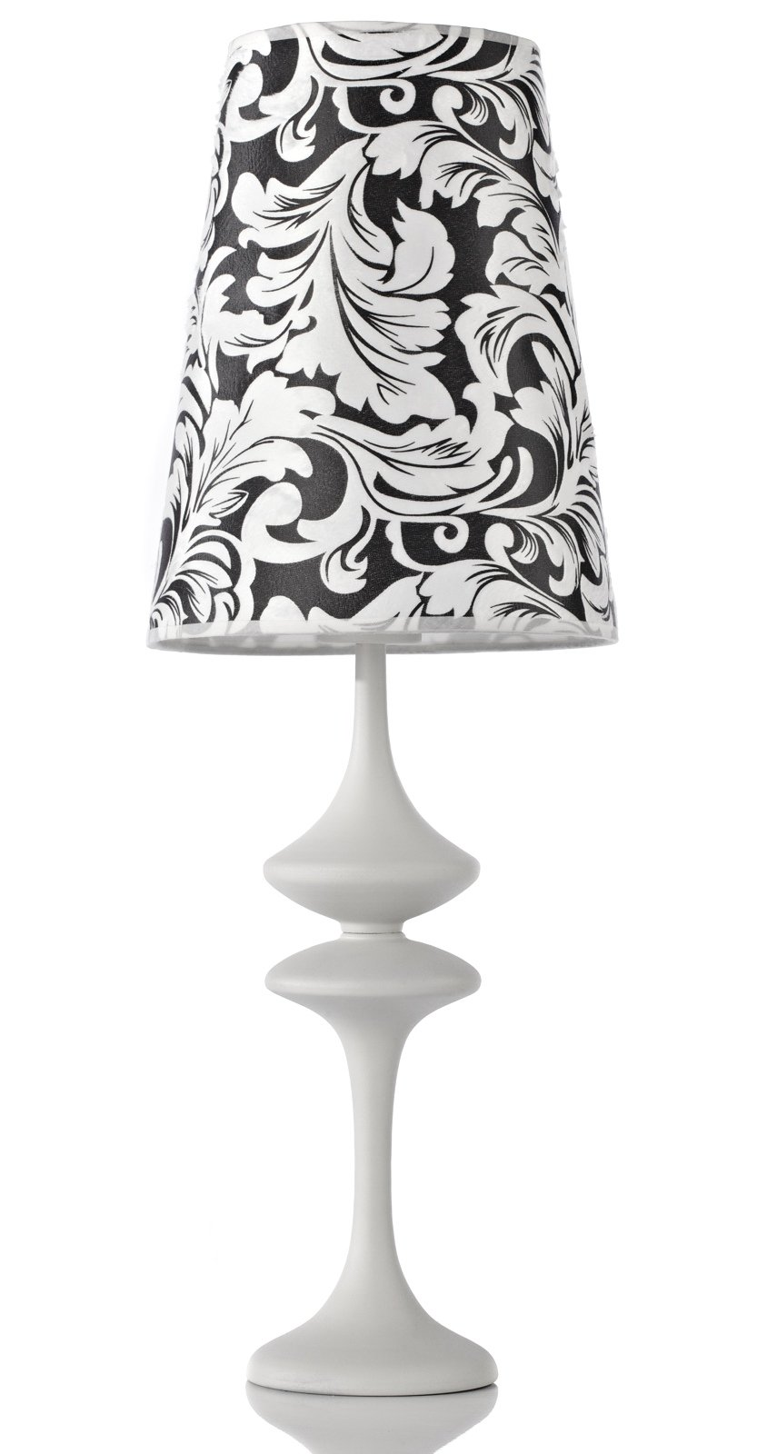 Настольная лампа IsabellaНастольные лампы<br>Элегантная настольная лампа Isabella в чёрно-белой <br>гамме украсит интерьер и сделает его светлее <br>и уютнее. Эта модель такая же изысканная, <br>как и ее название — «Изабелла». Она имеет <br>круглое основание белого цвета и фигурную <br>ножку, состоящую из двух симметричных изогнутых <br>частей. Абажур лампы выполнен из ткани, <br>его диаметр 20 см, высота 26 см. На чёрном фоне <br>расположен крупный узор со стилизованными <br>листьями и вензелями.<br><br>Цвет: Белый, Чёрный<br>Материал: Ткань, Металл<br>Вес кг: 1,6<br>Длина см: 20<br>Ширина см: 13<br>Высота см: 59