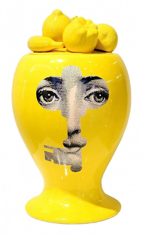 Декоративная ваза с крышкой Пьеро Форназетти Вазы<br>место хранения присвоено 14.12.15<br><br>Цвет: Жёлтый, Белый<br>Материал: Фарфор<br>Вес кг: 7<br>Длина см: 53<br>Ширина см: 53<br>Высота см: 28