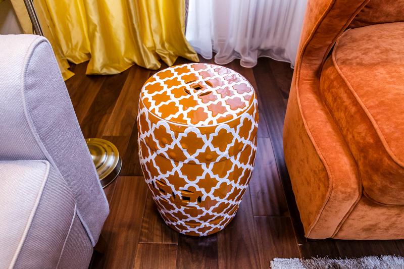 Фото Керамические табуреты в интерьере - 2.